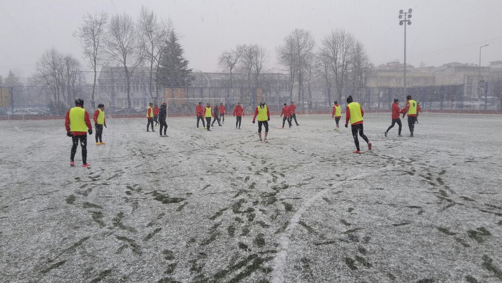 Dersimspor  Maçı Hazırlıklarına Kar Altında Başlandı