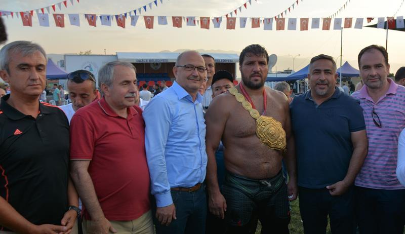 Başkanımız Belediyemizin Düzenlediği Yağlı Güreşlere Katıldı