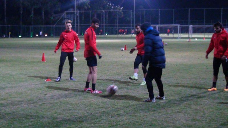 Antalya kampının ilk günü akşam antrenmanı ile tamamlandı